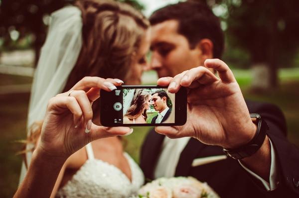 Приготовления к свадьбе: сборы жениха и невесты