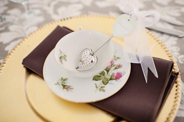 Свадебный комплимент: топ-10 подарков гостям от молодых