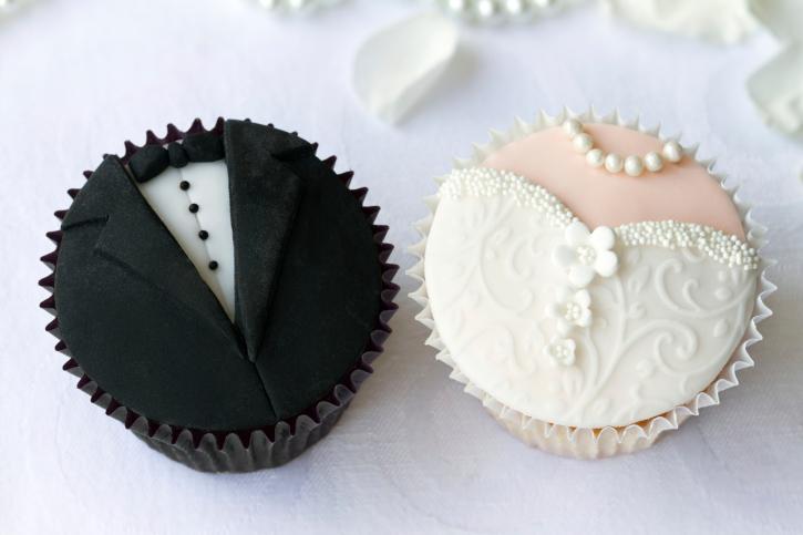 Капкейки вместо торта: как выбрать десерт на свадьбу