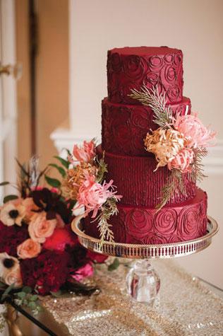 Свадьба в темно-бордовом цвете