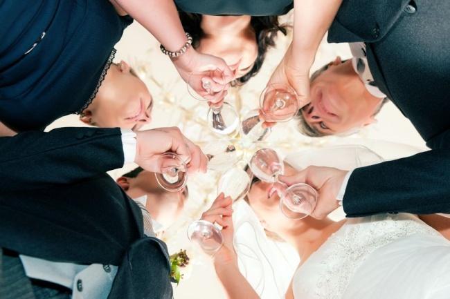 8 нескучных развлечений для гостей на свадьбе