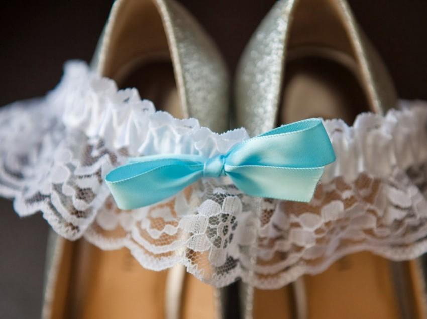 Секреты обычая свадебной подвязки