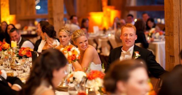 Чем развлечь гостей на свадебном банкете: 5 беспроигрышных вариантов