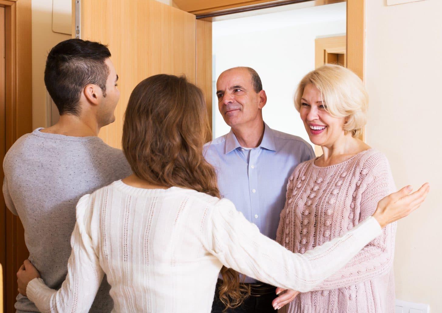 Что подарить невесте сына при знакомстве
