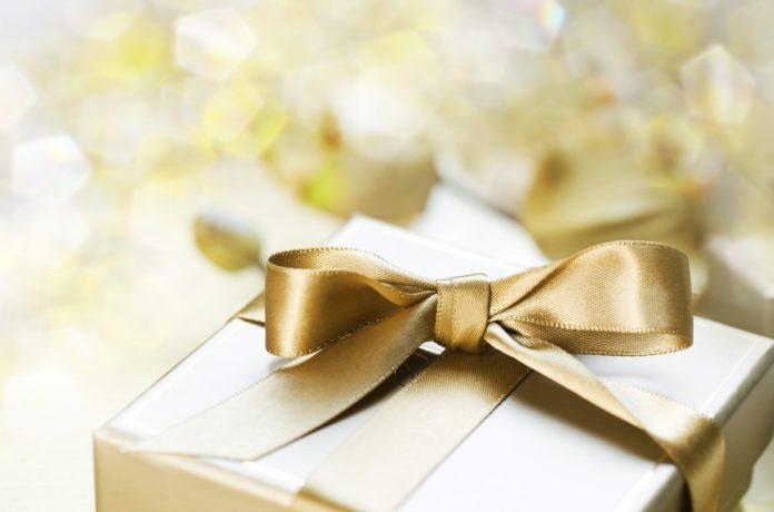 Топ 10 оригинальных свадебных подарков и способов их вручения