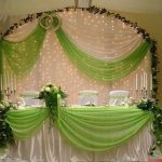 Как оформить главный стол свадебного банкета: советы и идеи