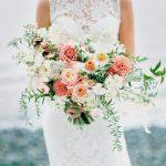 Свадебное платье и букет: идеальное сочетание фасона и формы