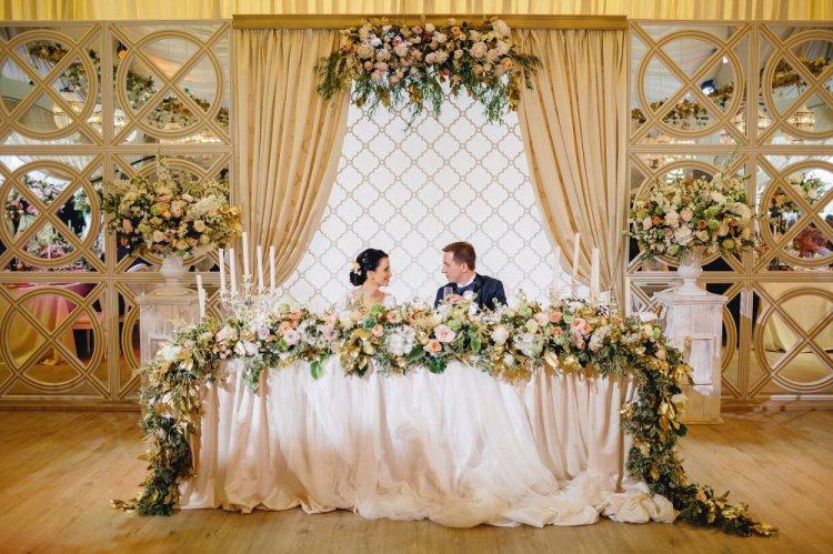 Свадебный президиум: плюсы, минусы и альтернативы