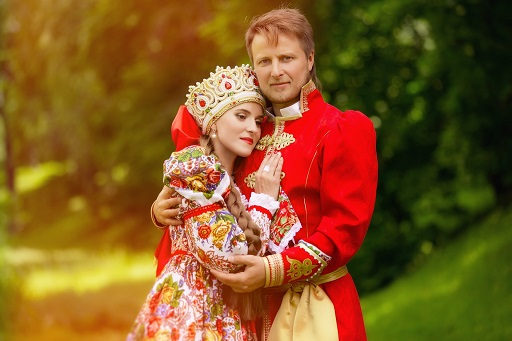 Девичники и мальчишники: древние русские традиции