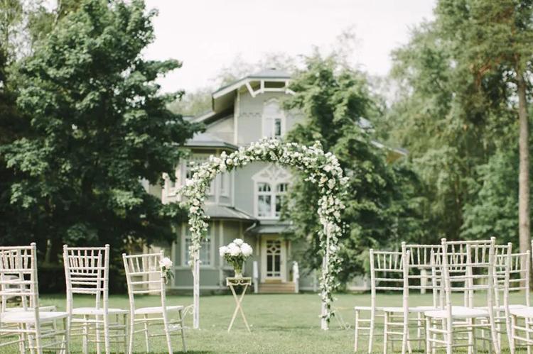 Свадьба в загородном коттедже: 10 преимуществ