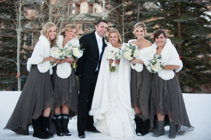 Пригласили на зимнюю свадьбу: что надеть?