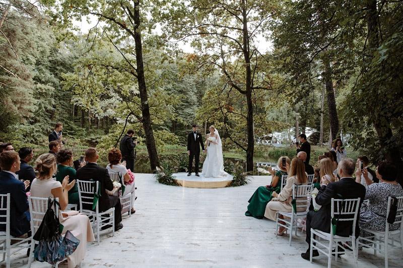Свадьба на природе: советы по спасению от главных проблем