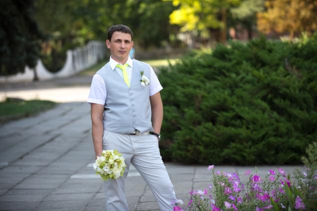 Стильный жених на летней свадьбе: модный гардероб