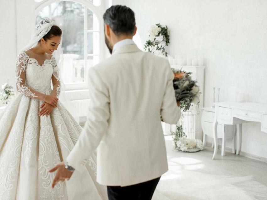 Свадебное платье и концепция торжества: грани разумного